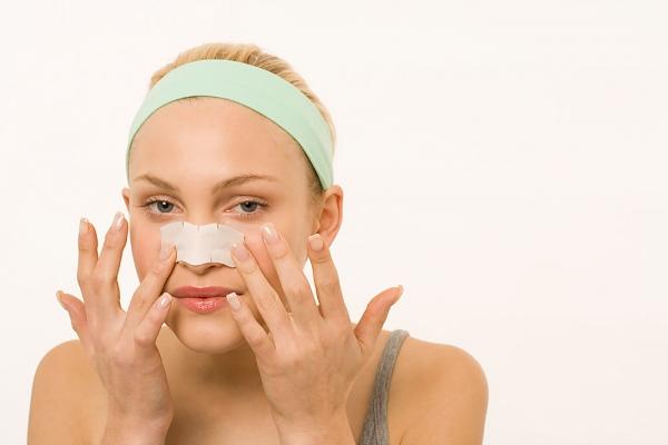 Cách làm hết mụn đầu đen ở mũi nhanh và an toàn nhất