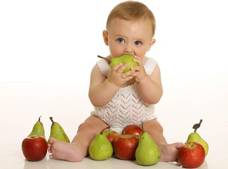 Cách làm sinh tố hoa quả cho cho bé 8 tháng