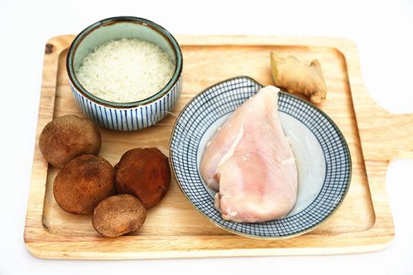 Mách bạn cách nấu cháo gà bổ dưỡng tăng cường sức đề kháng những ngày gió mùa về
