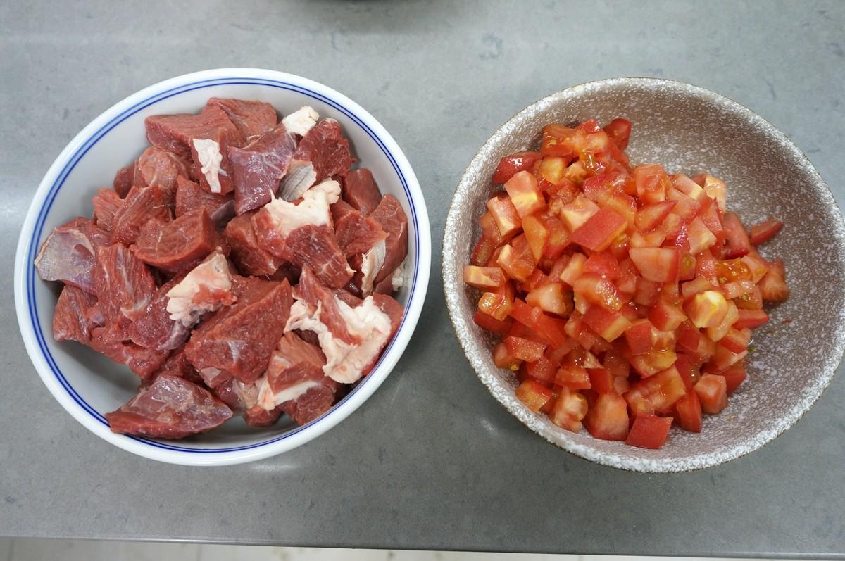 Mách bạn cách làm món canh thịt bò nóng hổi thưởng thức trong ngày đông