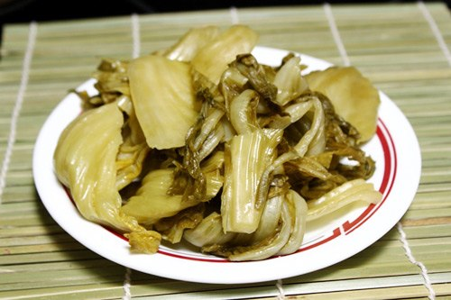 Cách làm dưa cải muối ngon không bị khú mà vàng ươm hấp dẫn