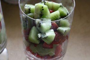 Cách làm hoa quả trộn sữa chua ăn giảm cân mùa hè