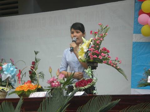 Cách làm bài thuyết trình cắm hoa ấn tượng