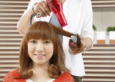 Cách tạo kiểu tóc xoăn bằng máy sấy đơn giản nhất