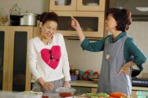 Cách ứng xử hòa hợp giữa mẹ chồng và nàng dâu khi có cháu