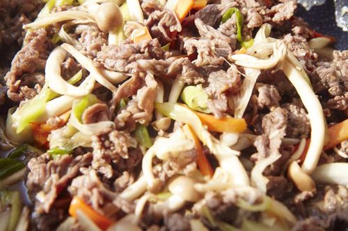 Cách làm món thịt bò xào nấm kim châm ngon nhất