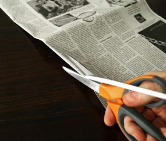 Cách làm giỏ hoa bằng giấy báo đơn giản mà đẹp